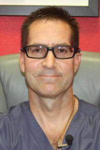 Review Dr. Manuel Seneriz